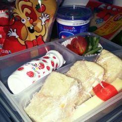 כריכוני גבינה,חטיפי אצבעות,יופלה שטוזים,עגבניות ויטני ומלפפונים