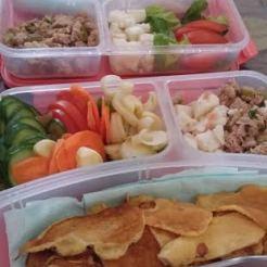 טונה,בולגרית,ירקות, לביבות גבינה.
